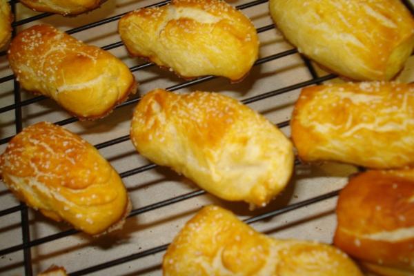 Bite Size Soft Pretzels - they're super easy & always taste great via thepajamachef.com