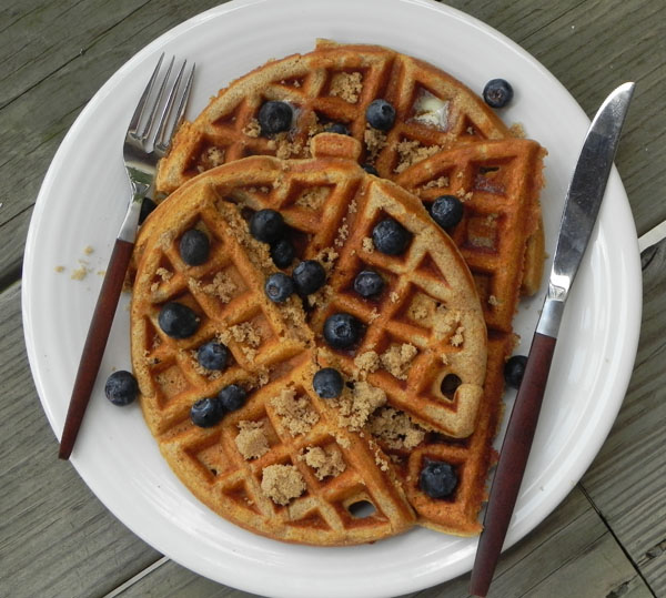 Spiced Waffles - an easy make-ahead #breakfast you can enjoy all week long with fresh fruit via thepajamachef.com