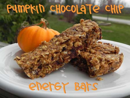 pumpkin chocolate chip energy bars via thepajamachef.com