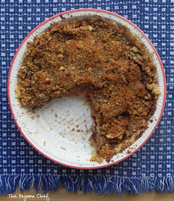 #TripleSBites Crumb Top Apple Pie | thepajamachef.com