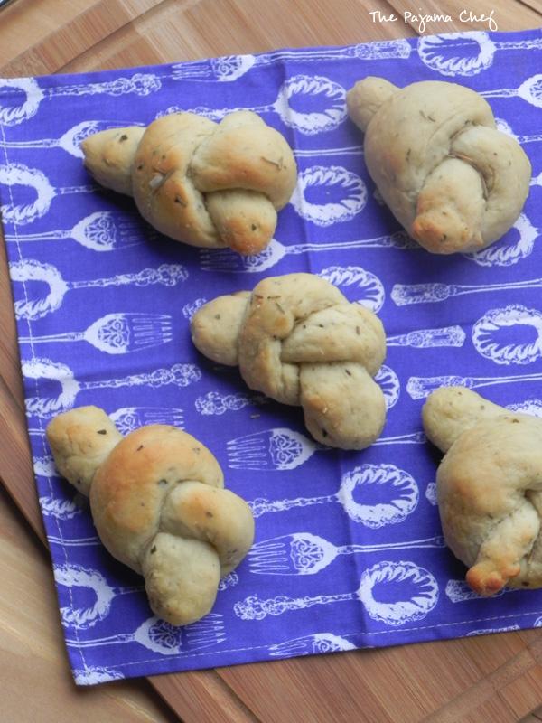 Potato Rosemary Knots | thepajamachef.com #TripleSBites