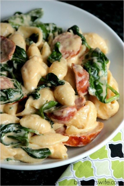 Lots of delicious meal ideas on thepajamachef.com for this week's eats like this Sausage and Spinach Alfredo!