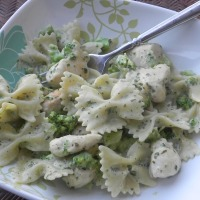Creamy Pesto Pasta with Broccoli and Chicken