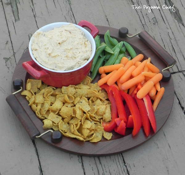 Jalapeno Beer Cheese Spread--spicy and spreadable cheese dip is a great addition to your holiday table!