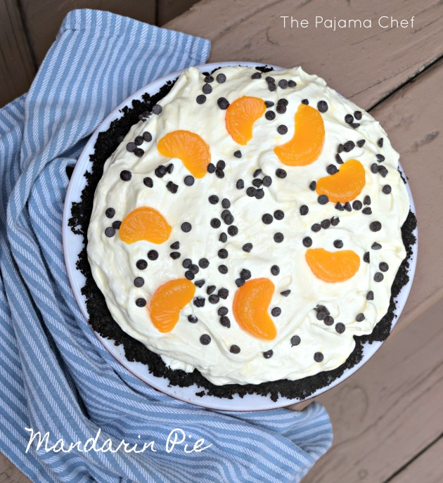 A creamy, dreamy mandarin orange pie made with an Oreo crust and topped off with mini chocolate chips... this cool treat is perfect for hot nights. #CookoutWeek 2017